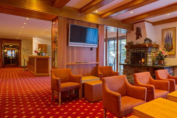 Typically Swiss Hotel Täscherhof - Taesch - Lounge