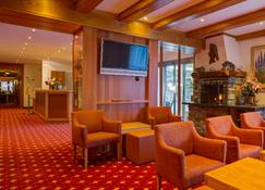 โรงแรมทิปปิคัลลี่สวิส เทแชร์โฮฟ - ทาคช์ - เลานจ์
