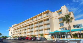 Howard Johnson by Wyndham St. Pete Beach FL Resort Hotel - St. Pete Beach - Edificio