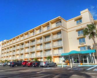 Howard Johnson by Wyndham St. Pete Beach FL Resort Hotel - St. Pete Beach - Gebäude