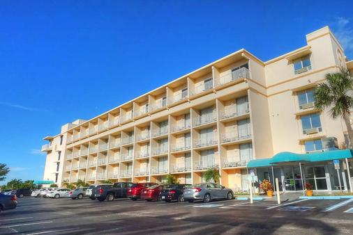Howard Johnson by Wyndham St. Pete Beach FL Resort Hotel - Saint Pete Beach - Rakennus