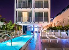 Urbanica The Meridian Hotel - Miami Beach - Havuz