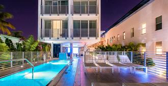 Urbanica The Meridian Hotel - Miami Beach - Piscina