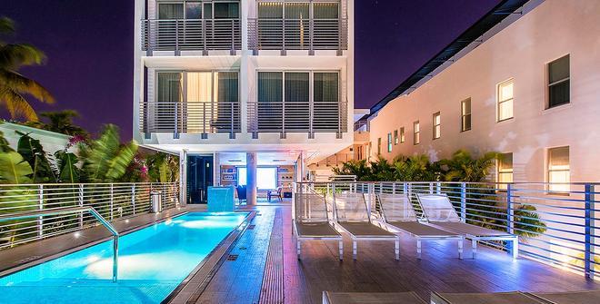 Urbanica The Meridian Hotel - Bãi biển Miami - Bể bơi