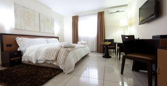 Oak Plaza Hotel, East Airport - Accra