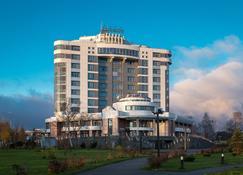 Cosmos Petrozavodsk Hotel - Petrozavodsk - Building