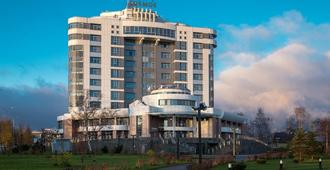 Cosmos Petrozavodsk Hotel - Petrozavodsk