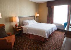 Hampton Inn Deadwood at Tin Lizzie Gaming Resort, SD - Deadwood - Phòng ngủ