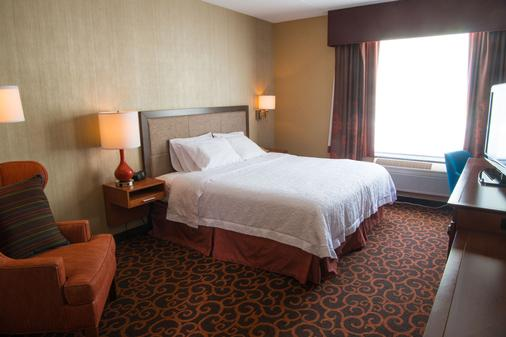Hampton Inn Deadwood at Tin Lizzie Gaming Resort, SD - Deadwood - Makuuhuone