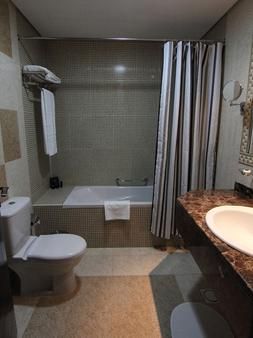 Home to Home Hotel Apartments - Deluxe - Dubai - Bathroom