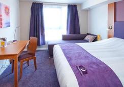 Premier Inn London Gatwick Airport - Manor Royal - Crawley - Bedroom