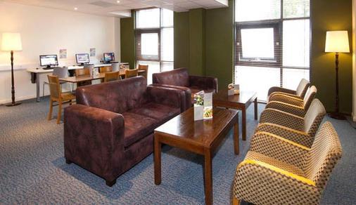 Premier Inn London Gatwick Airport - Manor Royal - Crawley - Business centre