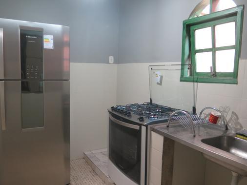 Walk On The Favela Hostel - Rio de Janeiro - Phòng bếp