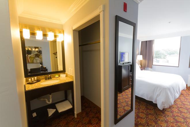Peers Hotel - Austin - Bathroom