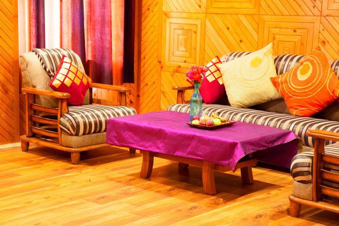 Pause at Manali - Manāli - Aula