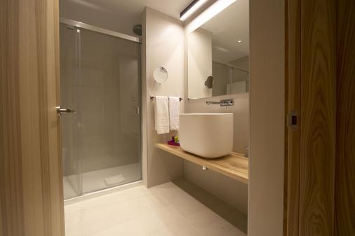 Hotel Zenit Sevilla - Sevilla - Bathroom