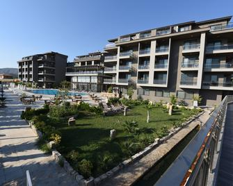 Hierapark Thermal & Spa Hotel - Karahayit - Building