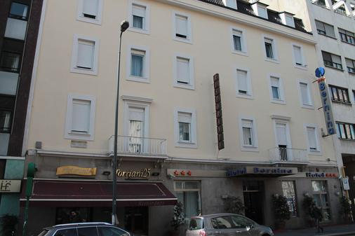 โรงแรมเบอร์นินา - มิลาน - อาคาร