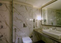 The President - A Boutique Hotel - Ahmedabad - Bathroom