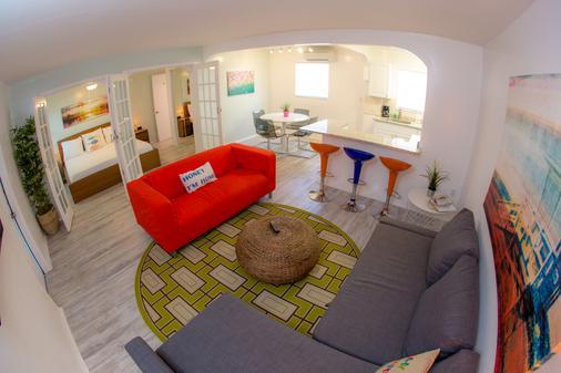 St Pete Beach Suites - Saint Pete Beach - Bedroom