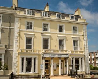 Invicta Hotel - Plymouth - Building