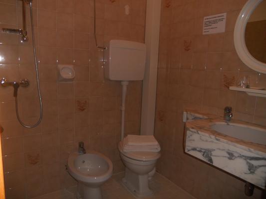 Hotel Pigalle - Rimini - Bathroom