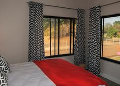 The Urban Hotel - Ndola - Schlafzimmer