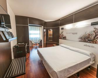 Hotel Sercotel Europa - Utebo - Спальня