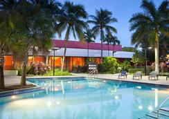 Courtyard by Marriott Miami Airport - Miami - Piscina