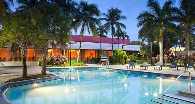 Courtyard by Marriott Miami Airport - Miami - Bể bơi