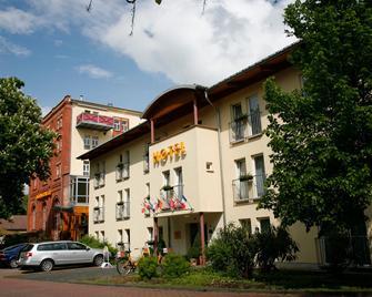 Hotelpark Stadtbrauerei Arnstadt - Arnstadt - Building