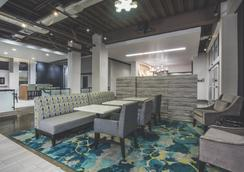 La Quinta Inn & Suites by Wyndham Winchester - Winchester - Hành lang
