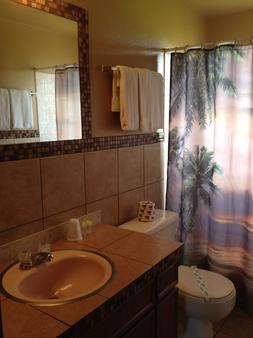 Oasis Motel - Ocean Shores - Bathroom