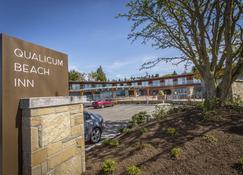 Qualicum Beach Inn - Qualicum Beach - Rakennus