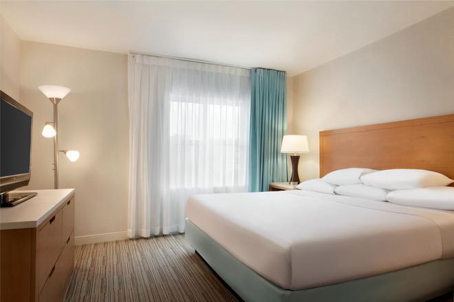 Embassy Suites by Hilton San Juan Hotel & Casino - Carolina - Bedroom