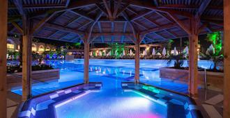 Crystal Sunset Luxury Resort & Spa - סידה - בריכה