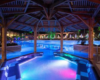 Crystal Sunset Luxury Resort & Spa - Side - Piscină