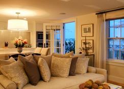 Harborview Nantucket - Nantucket - Living room