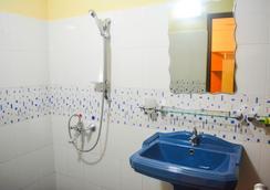 Saasha City Hotel - Colombo - Bathroom
