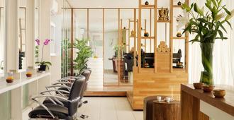 Grandmas Plus Hotel Seminyak - קוטה - שירותי מקום האירוח