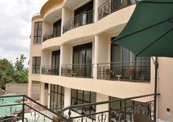 Five To Five Hotel - Kigali - Balcon