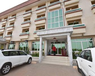 A Grand Hotel - Douala - Gebouw