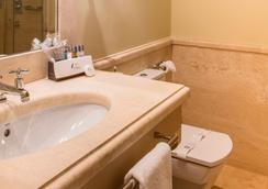 Hotel Casa Del Poeta - Sevilla - Bathroom