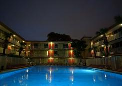 Red Carpet Inn Airport/Cruiseport - Fort Lauderdale - Piscina