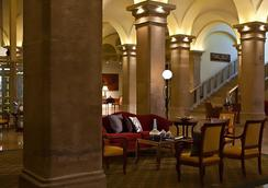 Imperial Riding School Renaissance Vienna Hotel - Vienna - Hành lang