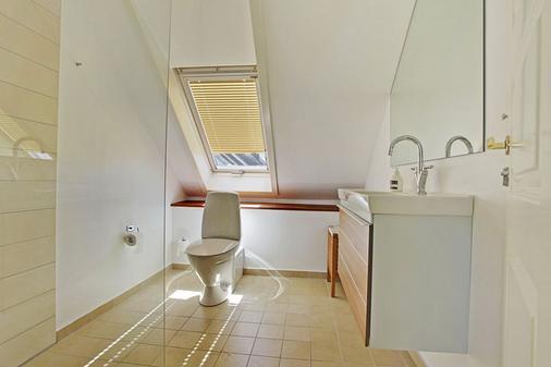 Hotel Sct Thomas - Copenhagen - Bathroom