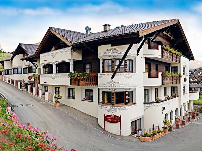 Hotel Toalstock - Fiss - Building