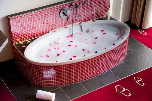 Romantik & Spa Alpen-herz - Ladis - Bathroom