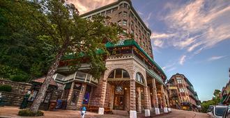 Basin Park Hotel and Spa - Eureka Springs - Building