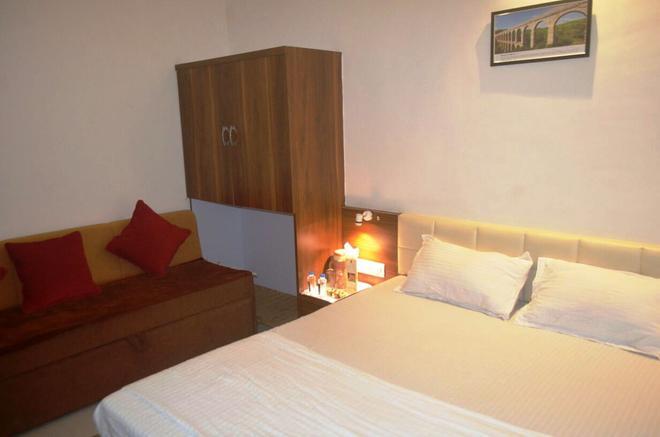 Hotel Chatako - Ahmedabad - Bedroom